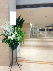 東京オペラシティへのスタンド花