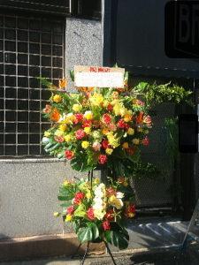 開店お祝いのオレンジ黄色系スタンド花
