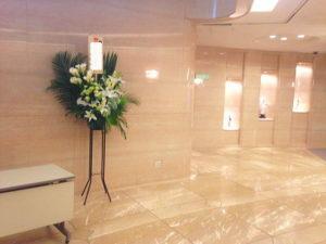 紀尾井ホールにスタンド花