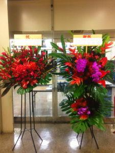 後楽園ホールに並ぶスタンド花