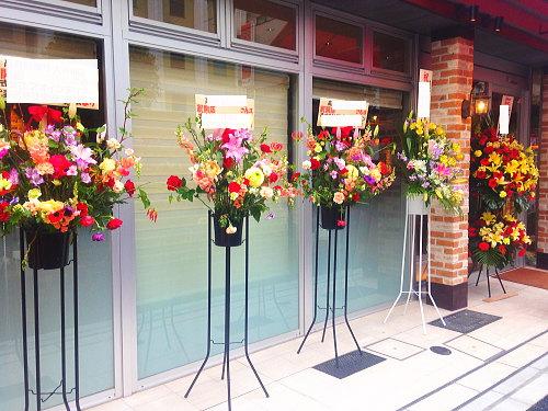 開店お祝いに並んだスタンド花