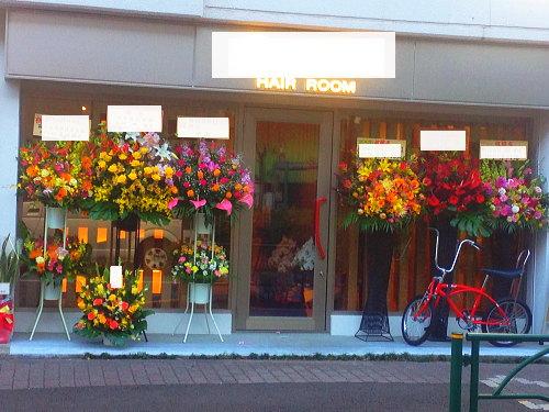 武蔵小山の美容室にスタンド花
