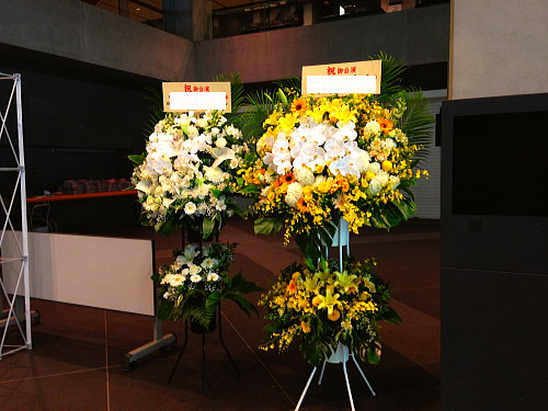 ホールAへ公演お祝い花