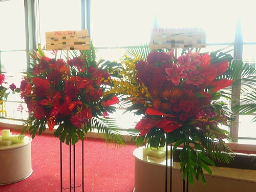 フラダンス発表会へ贈るスタンド花