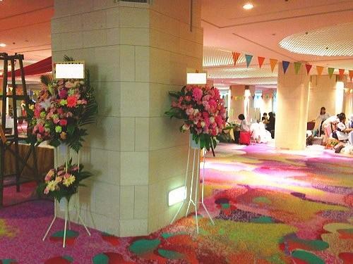 グランドプリンスホテル新高輪へスタンド花