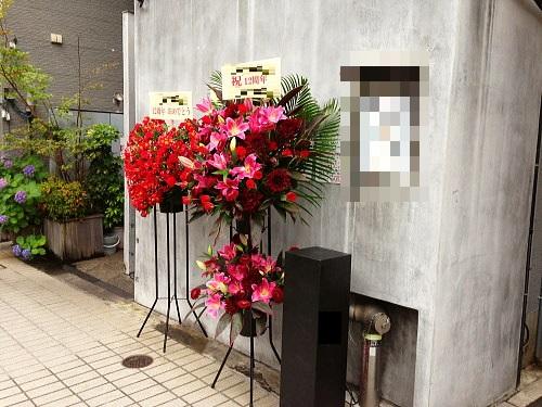 おしゃれな花色のスタンド花