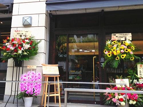 フレンチカフェ開店祝いの花