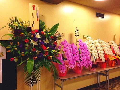 公演祝いのスタンド花と胡蝶蘭