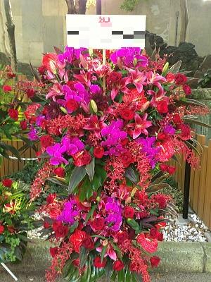 情熱的なイメージのスタンド花