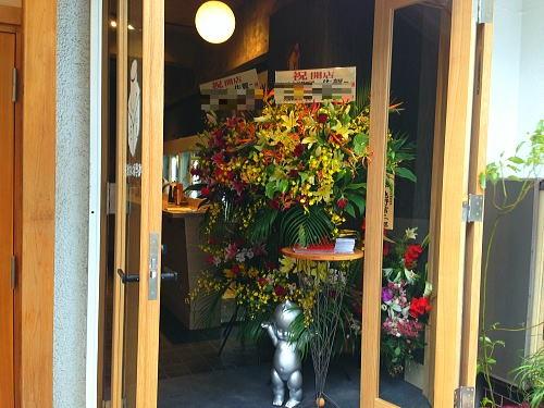 立ち飲みバルの開店祝い花