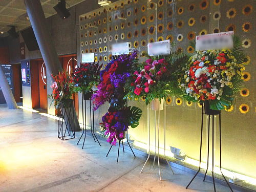 マイナビBLITZにライブ祝いのスタンド花