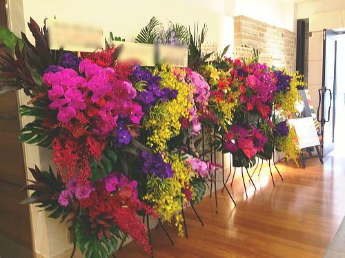 スイーツショップのオープン祝い花